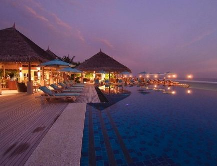 Anantara Veli Maldives Dhoni Bar and Pool