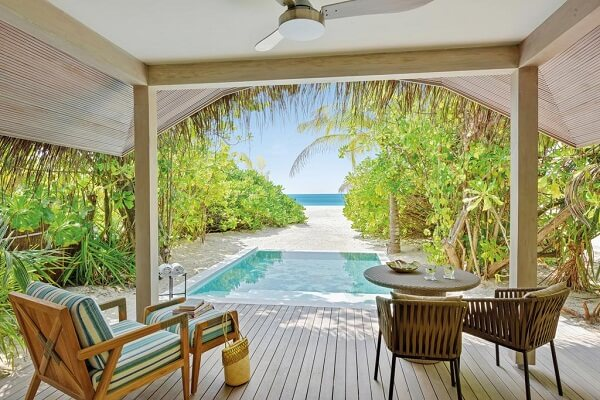 Guest Stay at Kanuhura Maldives